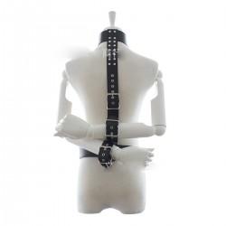 Contrainte bondage - les mains dans le dos