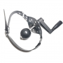 Bâillon boule, avec manivelle de torture rotative